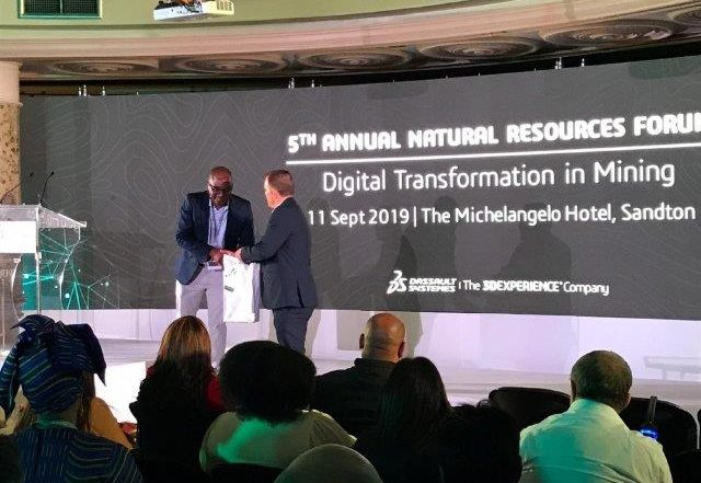 Brian Chiomba from Debswana and David Osborn, MD of Dassault Systemes in South Africa. Image credit: Dassault