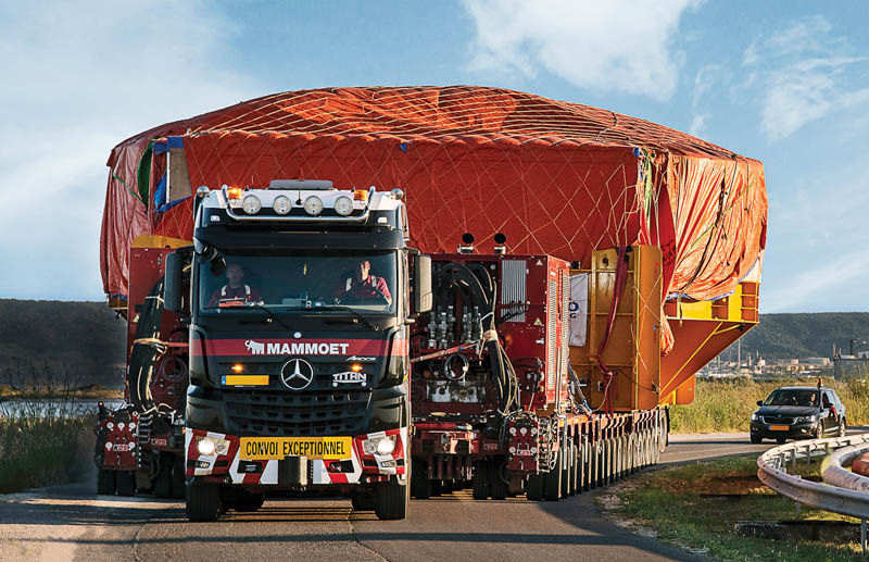 The TPA generates a performance of 1 000hp. Instead of six units, the transport assignment only required two truck tractors and completed the route in half the specified time. Image credit: Mammoet