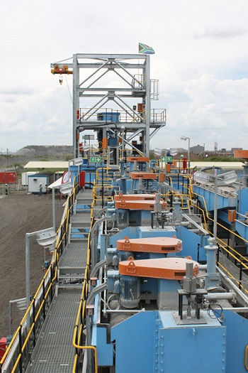 A brand new processing plant set up in 2011. Since then, only a few new mining operations have been established in South Africa. Photo by ©Leon Louw