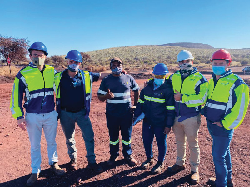 Management teams make themselves available to interact with the workforce on site by conducting Visible Felt Leadership (VFL). Photo by Strata Mining Services