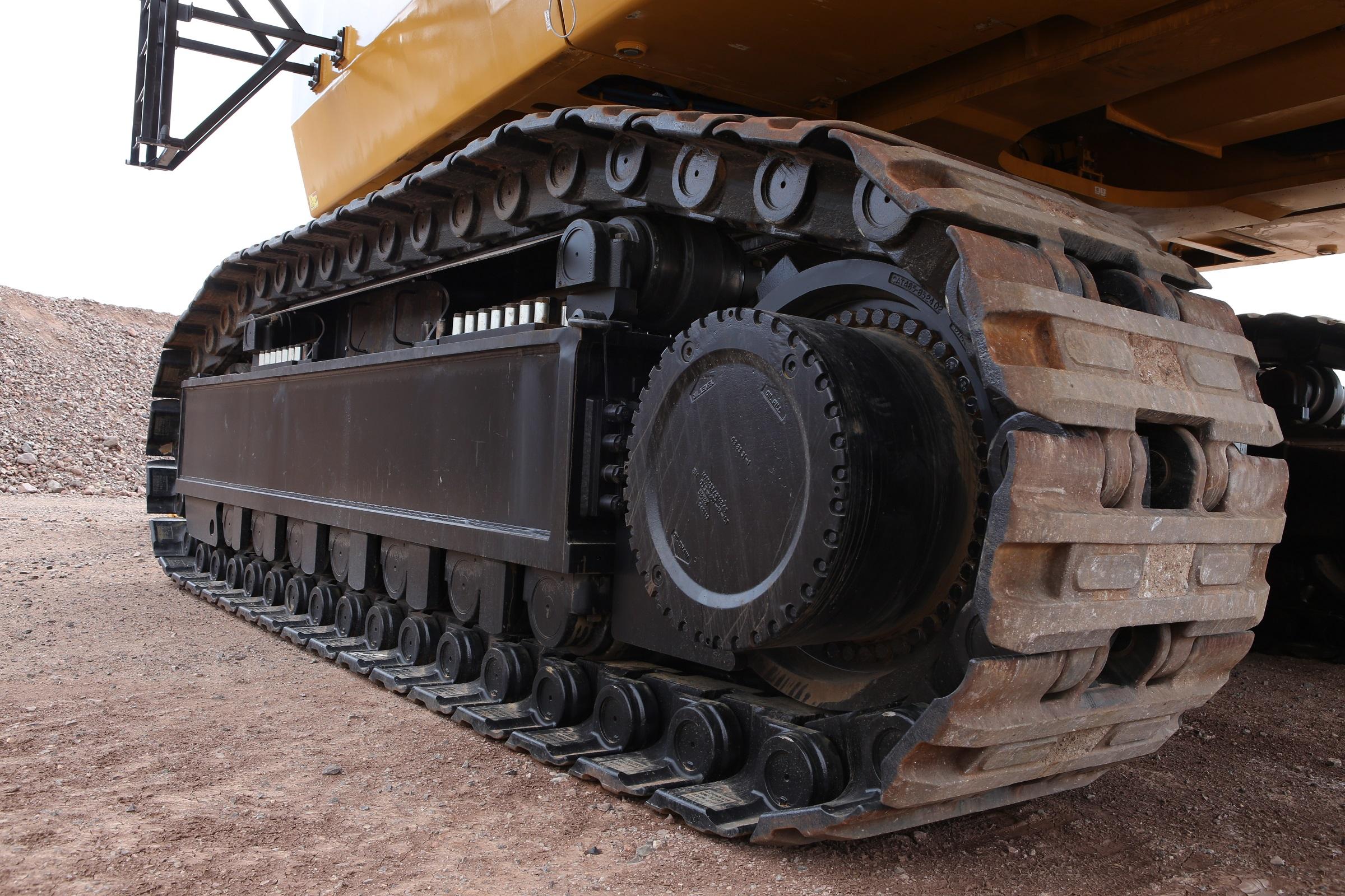 The Cat 6040 hydraulic mining shovel's heavy-duty undercarriage. Photo by Caterpillar